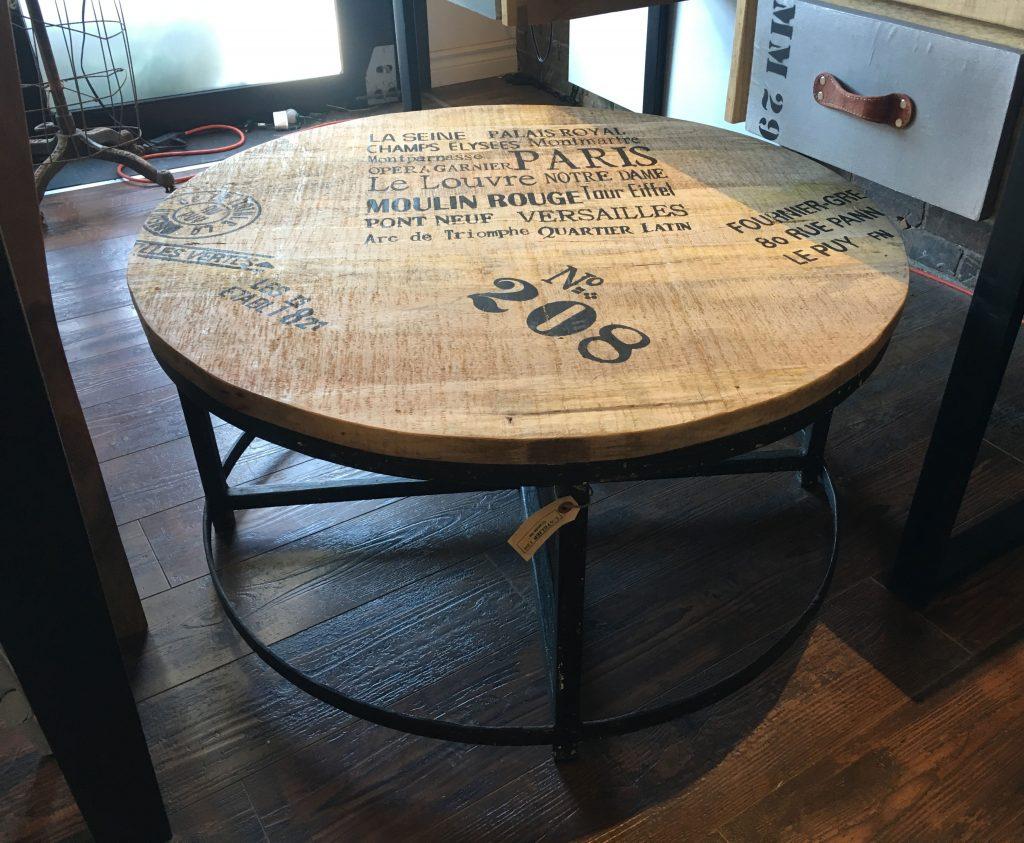 Table basse ronde bois et métal de style industriel urbain