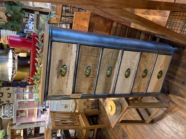 Meuble six tiroirs 53cm x 36cm x 125cm 1099$ régulier  réduit a 696$